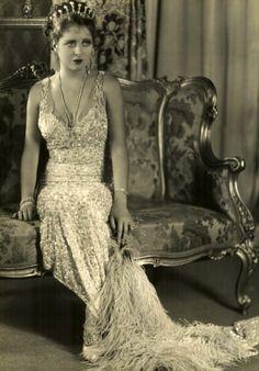 clara bow 1920 fashion icon
