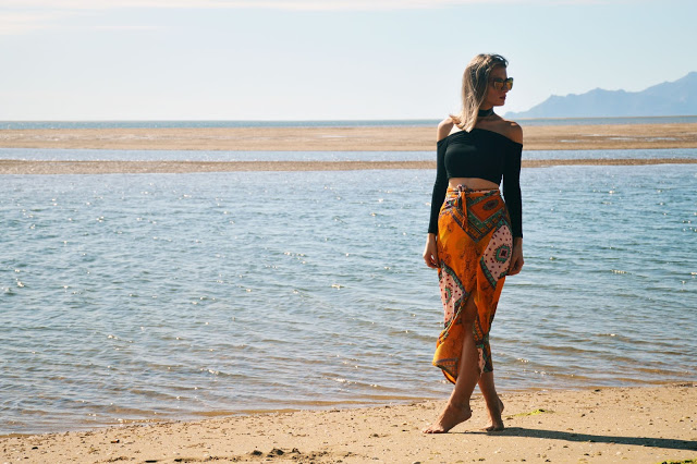 boho beach blogger