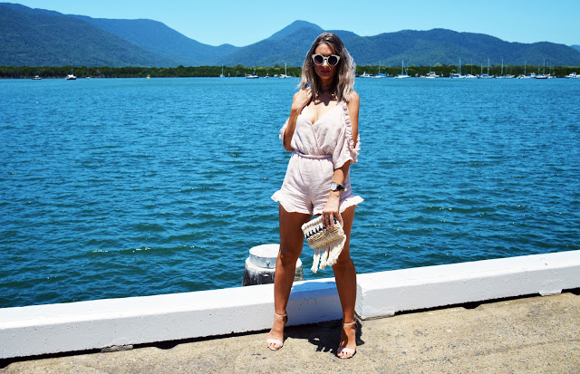 ruffle outfit street style for summer