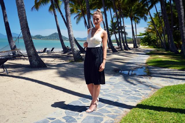pleated skirt outfit idea summer beach