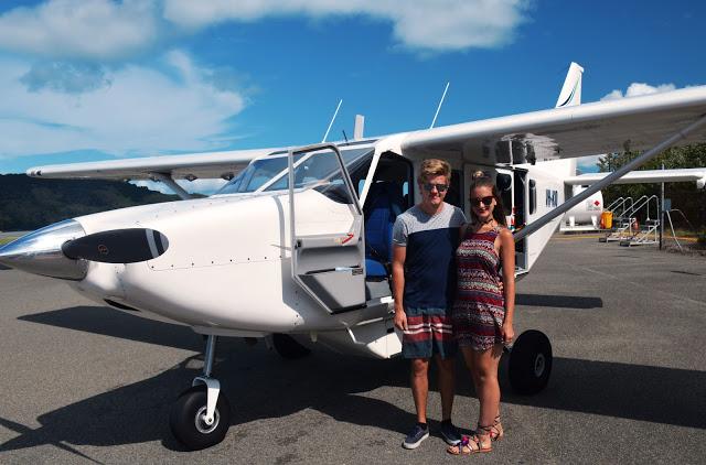 couple scenic flight whitsundays