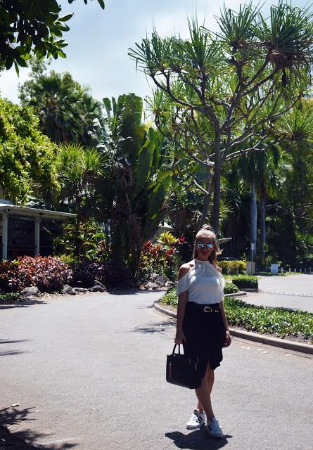 australian blogger outfit black skirt