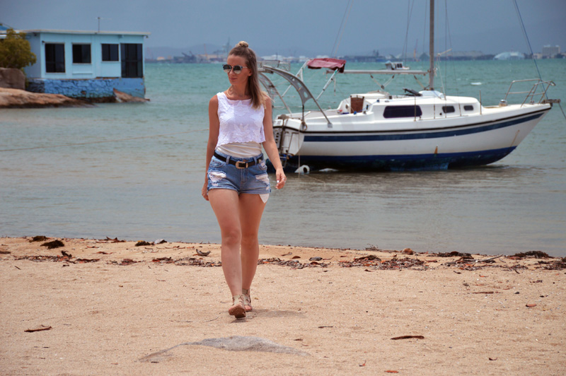 fashion blogger magnetic island queensland beach