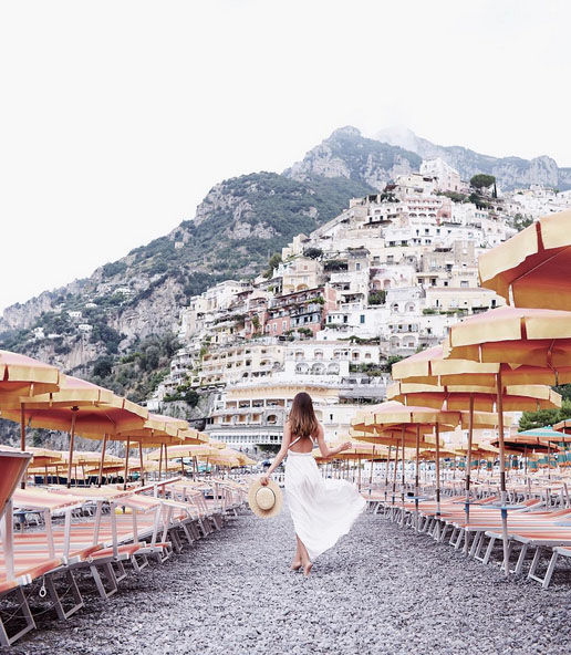 fashion blogger walking towards positano italy