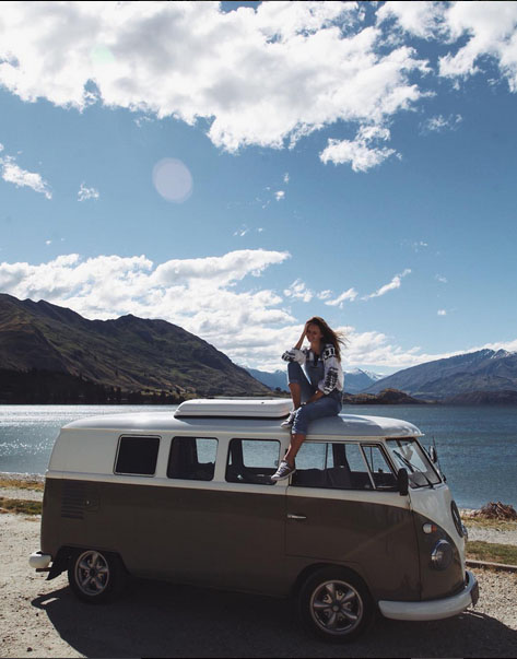 travel blogger tuula jessica stein sat on vw campervan new zealand