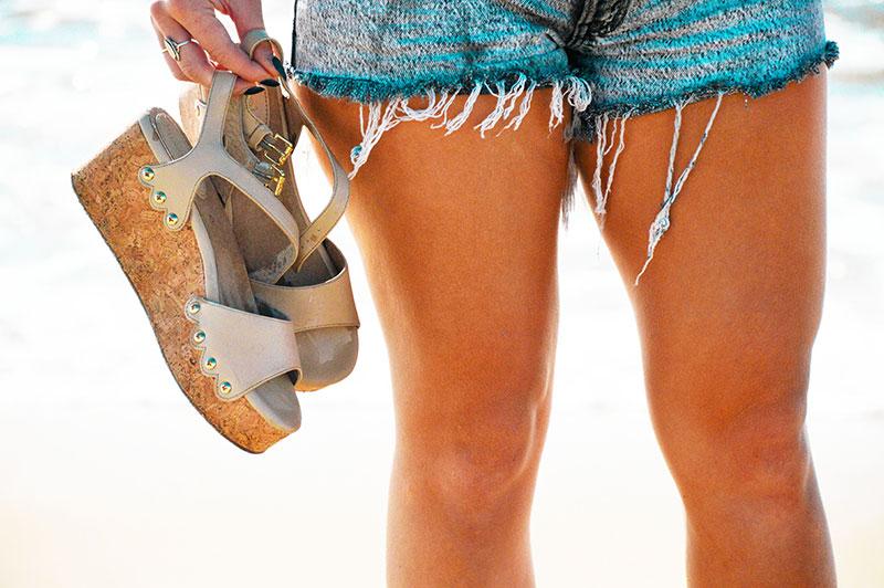 close up of bussola platform wedge sandals and vintage levis denim shorts