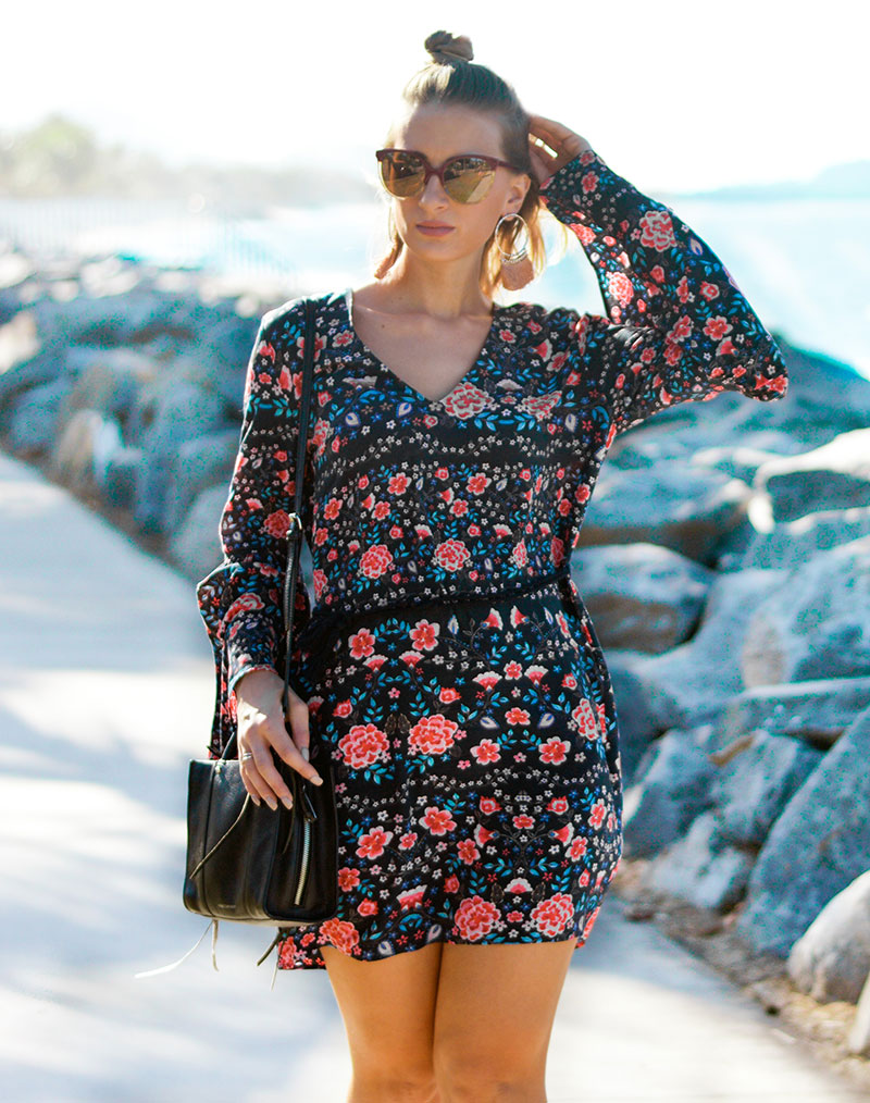 summer outfit flare sleeve dress with retro floral prints