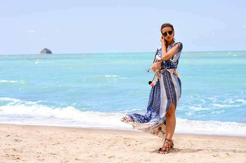 summer beach outfit blue bohemian print maxi dress pom pom sandals tory burch sunglasses in palm cove cairns queensland