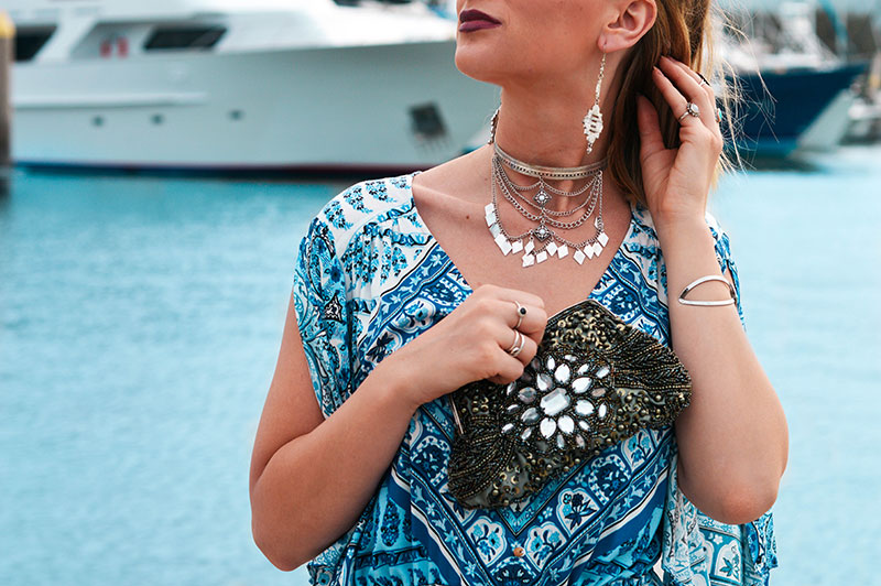 bohemian summer outfit idea blue paisley print dress silver boho choker embellished silver clutch